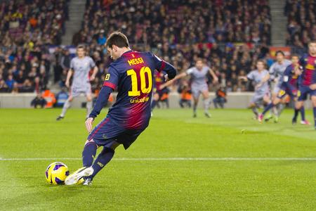 FC バルセロナとオサスナ、最終的なスコア 5-1 2013 年 1 月 27 日にスペインのバルセロナでスペイン リーグでの行動での FCB の Lionel Messi が一致します