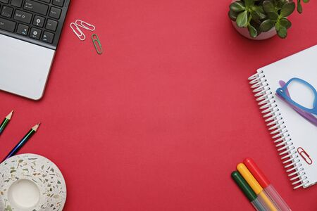 Flat lay workspace red desk with laptop and office stationery. Business lady blog hero concept. Imagens - 149982389