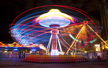 A long exposure of a carnival ride Imagens