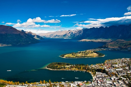 closeup of queenstown with lake Wakatipu from top at noon.  Banco de Imagens