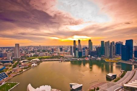 jachthaven: Panorama van Singapore van Marina Bay Sand Resort bij mooie zonsondergang