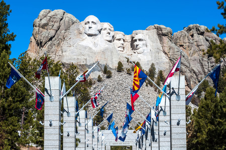 mount jefferson: Mount Rushmore National Monument in South Dakota. Summer day with clear skies.