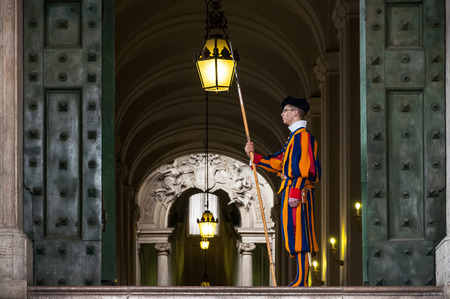 st peter s basilica: VATICAN CITY, VATICAN - APRIL 6: Members of the Pontifical Swiss Guard stand guard in Saint Peters Basilica on April 6, 2010, Vatican city Editorial