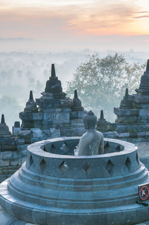 Sunrise at Borobudur Temple, Yogyakarta, Java, Indonesia. 免版税图像