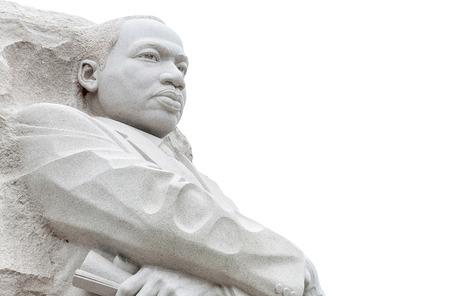 Martin Luther King standbeeld isoleren op een witte achtergrond Redactioneel