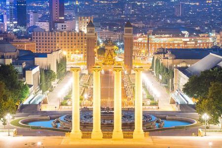 de': Night view of Plaza de Espana with Venetian towers. Barcelona