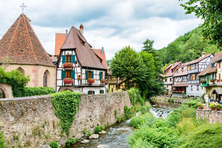 Picturesque view of the quaint town of Kayserberg, Alsace, France Standard-Bild