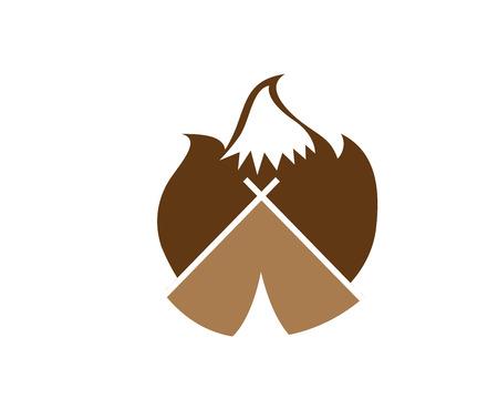 현대 야외 모험 로고 - 불타는 캠핑 모닥불 형성 산 실루엣