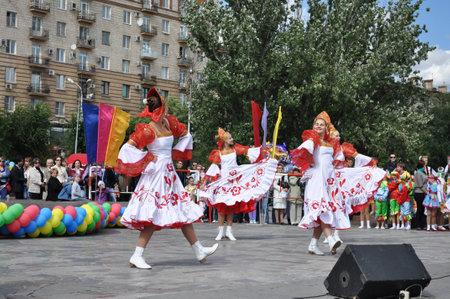 volgograd: VOLGOGRAD, RUSSIA-SEPTEMBER 11  A folklore dancing group