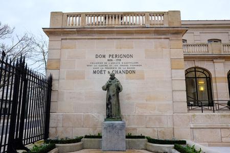 Dom Perignon-Statue bei Moet und Chandon in Epernay, Frankreich