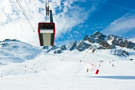 tramway: Aerial tramway at Alpine ski resort