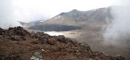 tongariro national park: Volcanic rocks at Tongariro National Park, New Zealand