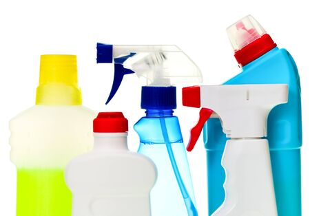 higienizar: Cleaning supplies  in a row on white background