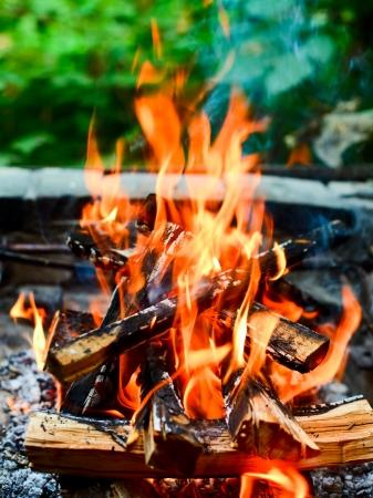 Gros plan coup de feu camping  Banque d'images