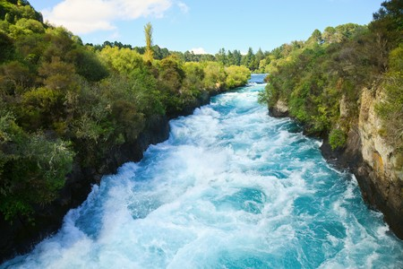 upstream: Narrow canyon of Huka  falls on the Waikato River, New Zealand Stock Photo