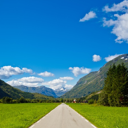 Scenic mountain road in Norway Stock Photo - 10700868