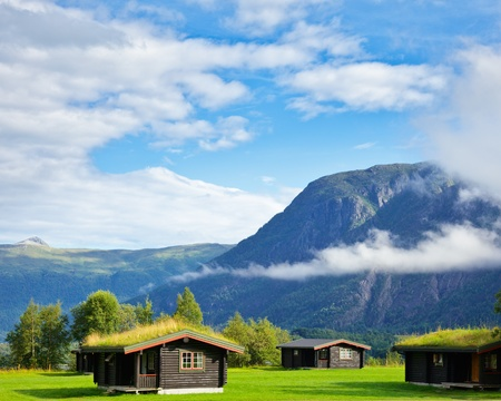 campsite: Wooden cabins with turf roof at a campsite in Norway Stock Photo