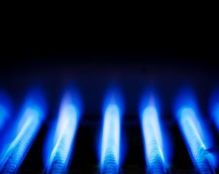 Blaue Flamme eines Gasbrenners innerhalb eines Kessels Lizenzfreie Bilder