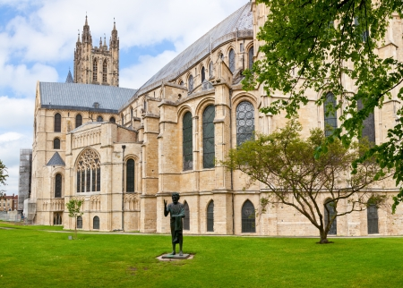 canterbury: Canterbury Cathedral with The Son of Man Statue in Canterbury, Kent,  England