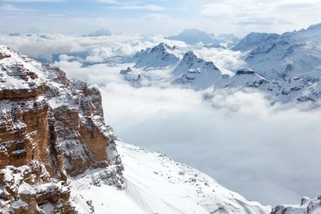 Italiaanse Alpen met de Sella-groep aan de voorkant en de Marmolada groep op de achtergrond