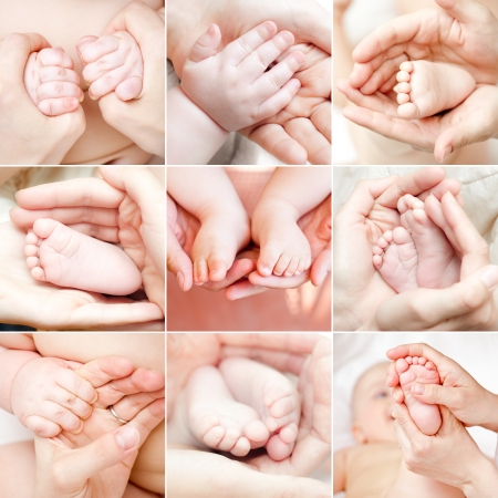 Moederholding baby hand en voeten collectie Stockfoto