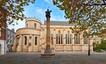 knights templar: The Temple Church, a late-12th-century church in London, England