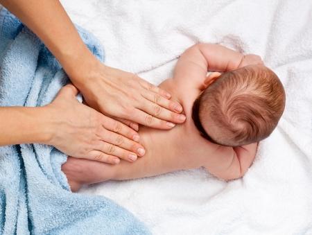 massage enfant: Masseuse massage bébé 5 mois