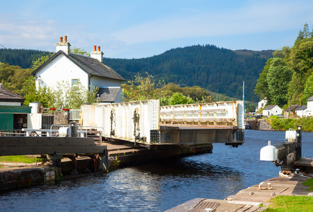 canal lock: Canal Lock at Cairnbaan Bridge on the Crinan Canal in Scotland