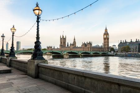Cityscape van Londen met het Parlement, de Big Ben, de Westminster Bridge en de Theems Stockfoto