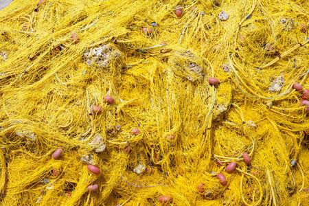 redes de pesca: Red de pesca con flotadores fondo amarillo