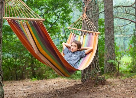 banque dimages garon serein couch dans un hamac ray extrieur - Hamac Exterieur