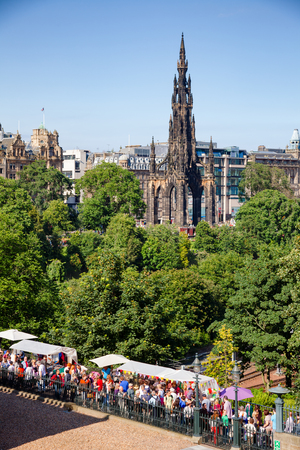 EDINBURGH, UK - AUG 8, 2012: Busy walkway to the Playfair Steps during the Fringe Festival. The Walter Scott Monument is seen in  background Editoriali