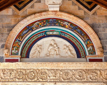 Lunette with mosaic above entrance to the Roman Catholic Pisa Cathedral at Piazza dei Miracoli (Piazza del Duomo), in Pisa, Tuscany, Italy Stock Photo