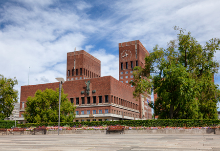 The Oslo City Hall (Radhus), a municipal building and a venue for the Nobel Peace Prize ceremony, a major landmark in Central Oslo, Norway, Scandinavia Standard-Bild - 113620081