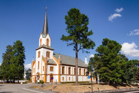 Weiße neugotische Holzkirche von Gjovik (Gjøvik Kirke) Oppland Norwegen