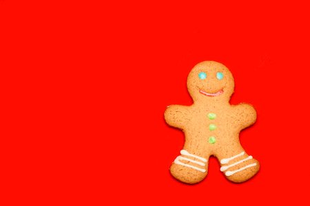 Iced Christmas Gingerbread man sugar cookie on red background Standard-Bild - 113610759