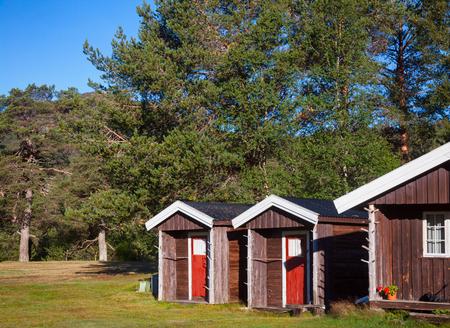 Wooden cabins at norwegian campsite on a bright summer day, Norway, Scandinavia Standard-Bild - 118214778