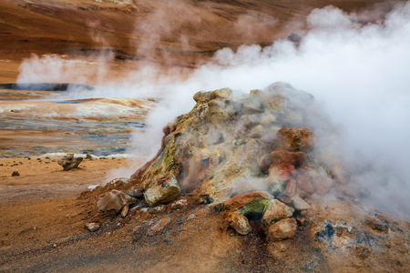 Hot steaming mud volcano or mud dome at Námafjall Hverir geothermal area in Mývatn region, Northeastern Iceland, Scandinavia Standard-Bild - 118201728