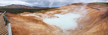 Panoramic view of Leirhnjukur (Clay Hill) rhyolite formation with hot sulfuric springs at Krafla volcanic area in Mývatn region, Northeastern Iceland, Scandinavia Standard-Bild - 118202019