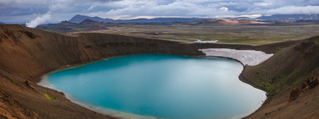 Panoramic view of crater Víti (hell) with emerald blue colored water at Krafla volcanic area in Mývatn region, Northeastern Iceland, Scandinavia Standard-Bild - 118202156