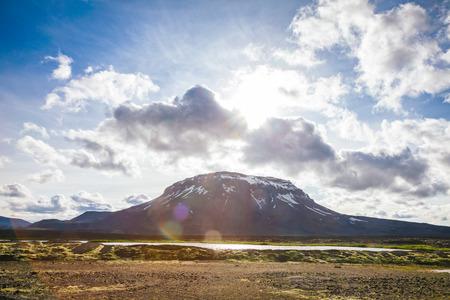 Herdubreid tuya (flat-topped steep-sided volcano) mountain in Ódáðahraun lava field Highlands of Iceland Northeast Iceland, Scandinavia, with lens flare effect Standard-Bild - 118202434