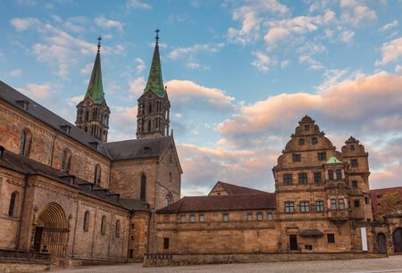 Domplatz square with Romanesque Bamberg Cathedral (Bamberger Dom St. Peter und St. Georg) and Alte Hofhaltung (Old courtyard), a former residence of the bishops now Historic museum in Bamberg Old Town, Bavaria, Germany 에디토리얼