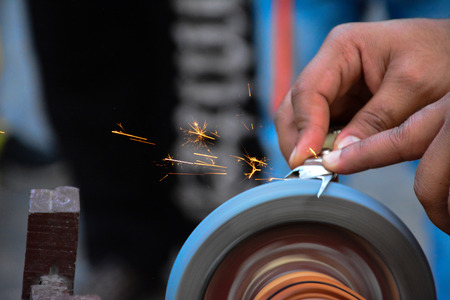 knife sharpner working with sparkle