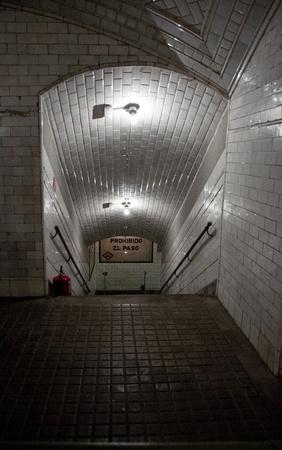 bajando escaleras: Estación de metro de Old