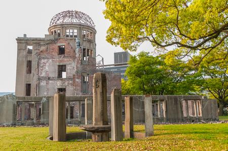 bombe atomique: Atomic Bomb Dome memorial building in Hiroshima,Japan