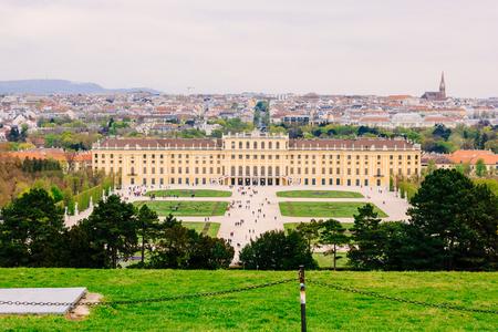 schloss schoenbrunn: VIENNA, AUSTRIA - APRIL 11, 2016: Beautiful view of famous Schonbrunn Palace with Great Parterre garden in Vienna, Austria
