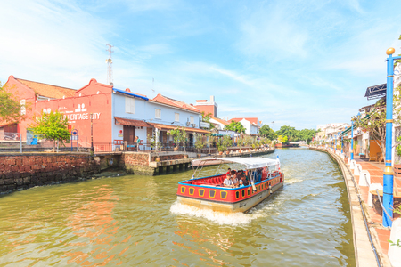 MALACCA, MALAYSIA - AUGUST 13, 2016: Cruise tour boat sails on the Malacca River in Malacca. Rehabilitation of the Malacca River to develop river tourism started in July 2002 Редакционное