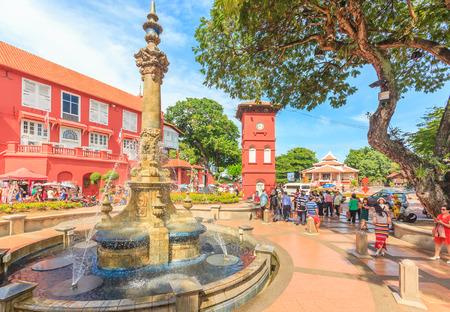 Malacca, Malesia - agosto 12,2016: Una vista di Christ Church e piazza olandese il 12 agosto 2016 Malacca, in Malesia. E 'stato costruito nel 1753 da Olandese e è la più antica chiesa protestante 18 ° secolo in Malesia. Archivio Fotografico - 62304733