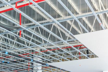 gehangen plafond op bouwplaats