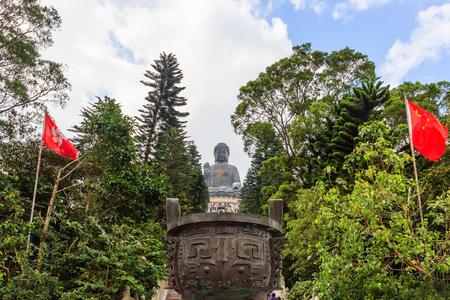 Tian Tan Buddha Statue an Polin-Kloster mit blauem Himmel, Insel Ngong Ping Lantau, Hong Kong